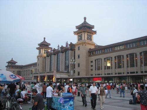 苏州/17时50分,坐上104快车从家中出发,抵达北京站是18时50分,...