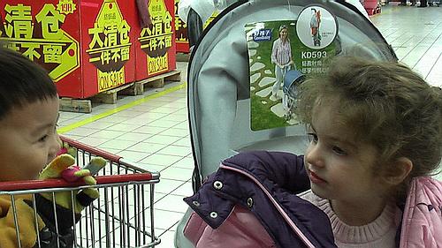 沈瑗杰25个月:跳台阶玩水尽淘气 - sz1961sy - 沈阳(sz1961sy)的网易博客