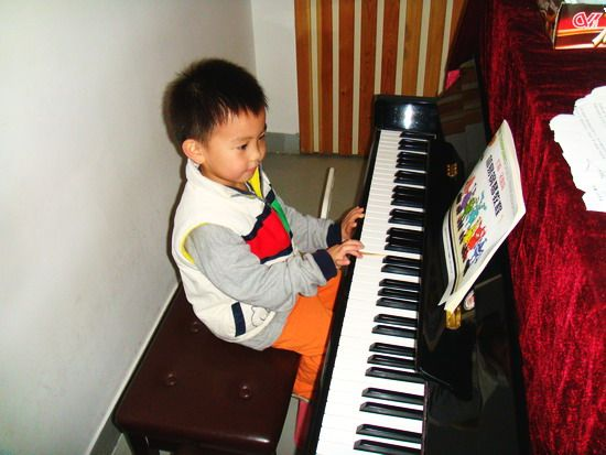 儿子沈瑷杰在幼儿园正式学钢琴了 - sz1961sy - 沈阳(sz1961sy)的网易博客